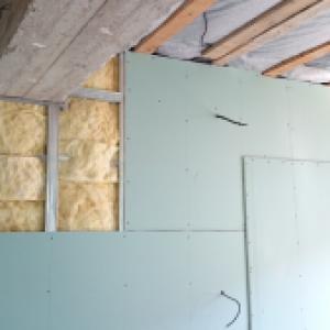 Преградна стена с двуслойна обшивка